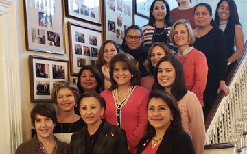 Latinas Lead, Closing the Latina Representation Gap